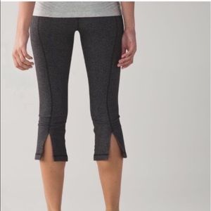 Lululemon Gather & Crow Gray Cropped Capris